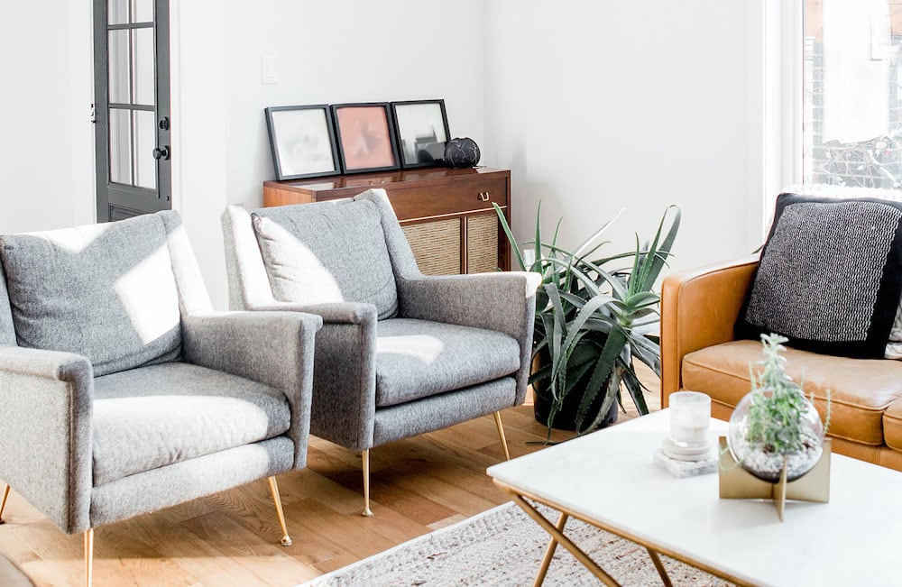 Have that feeling you need to declutter but not sure how and really couldn't be bothered? Yeah, I get it, that's why I have the Lazy Guide to Decluttering, because I understand the zero motivation and I also know that there are huge benefits to decluttering! Here's how.