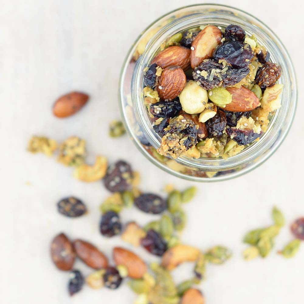 If I don't have a healthy snack on hand I'll start eating everything in sight, which is why this easy healthy homemade granola recipe hits the spot. Yum!