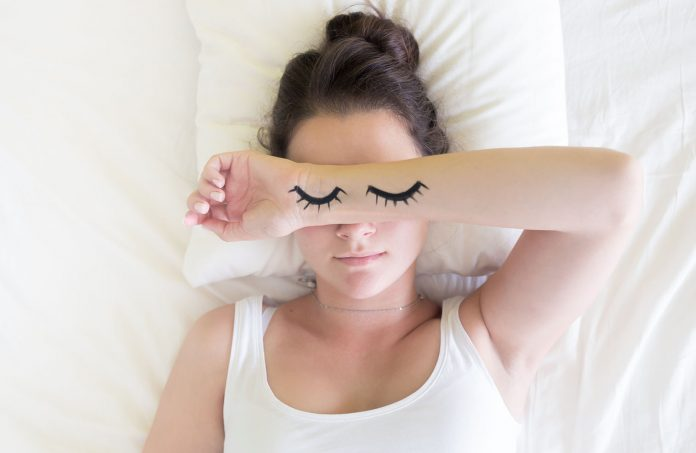 Having trouble drifting off to the land of nod and not getting the restful sleep you need? Try these tips to create habits to get a better sleep a night.