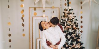 The holiday season is a busy time and it's easy to let emotions boil over into arguments. This is how you can stay connected to your husband this Christmas.