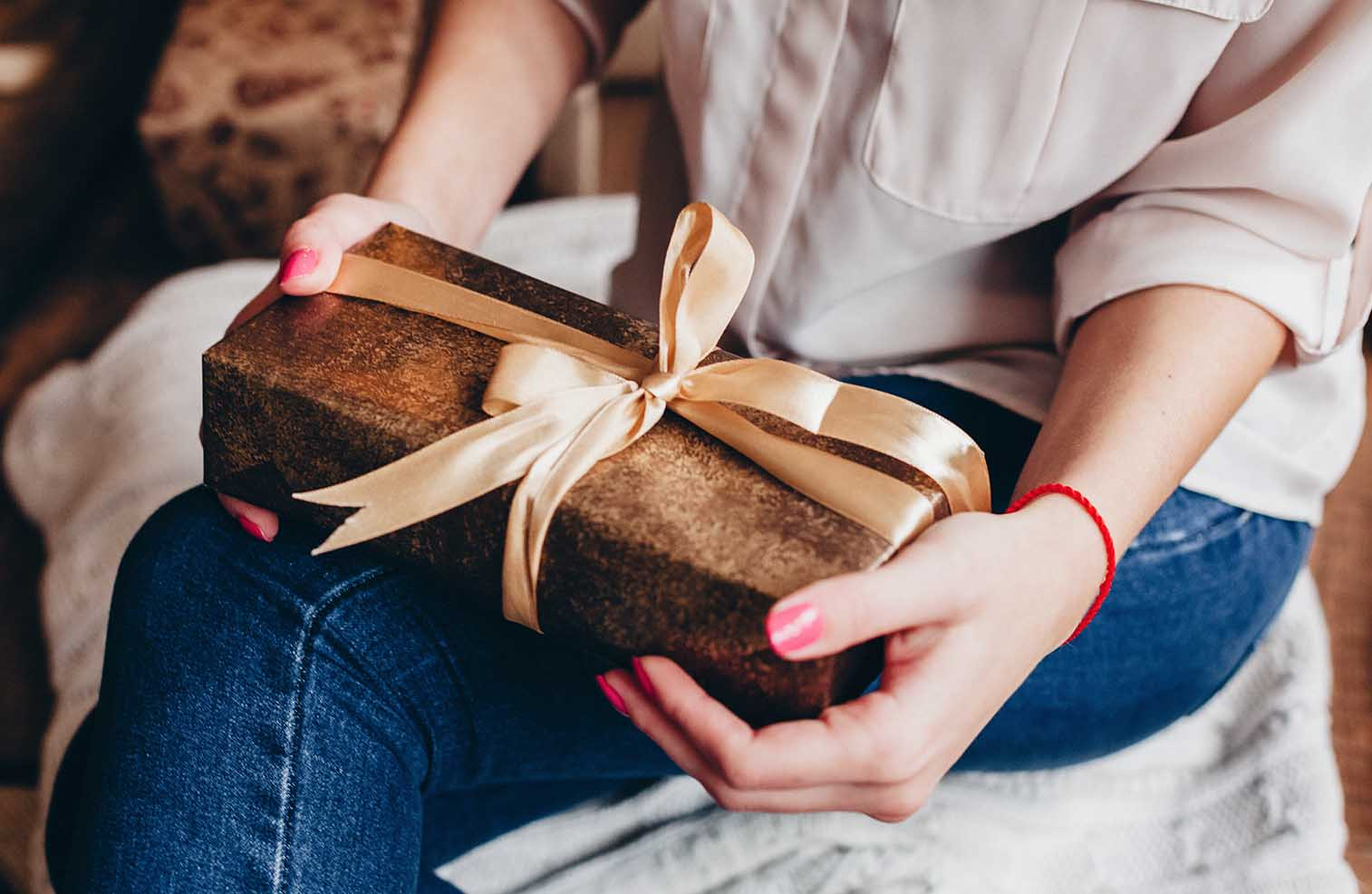 The holiday season can easily get out of hand and over the top but it doesn't have to be like that. Stick with the minimalist's guide to the holiday season to to keep your minimalist efforts in check.