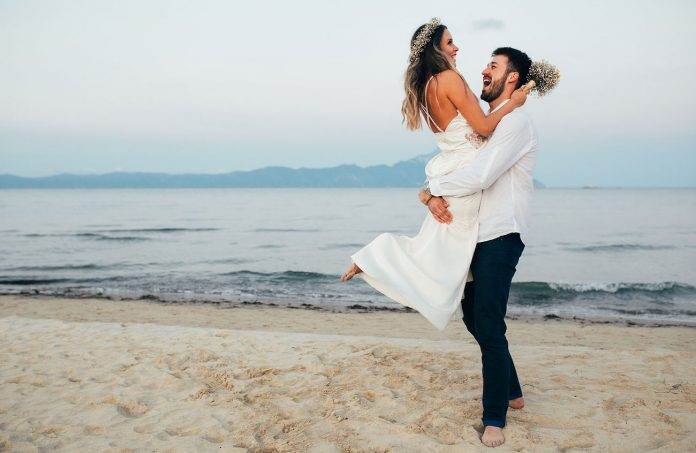You don't get a stronger marriage without taking intentional action, so try these 7 daily ideas to help you create a strong and happy marriage today.