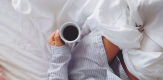 Self care is such an important thing for all women to do, and these daily self care habits for moms will have you filling your cup and feeling amazing too!