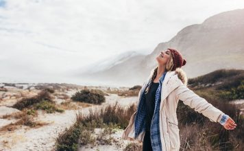 So you've heard the hype and you want to start living a minimalist lifestyle but you don't know where to start? That's okay! It's not as overwhelming as you think. Here are some simple things you can do to start living a minimalist lifestyle today.