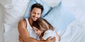What makes a happy couple? I can assure you it's not the big things, it's all the little things that really add up. Here are 7 things happy couples do every day.