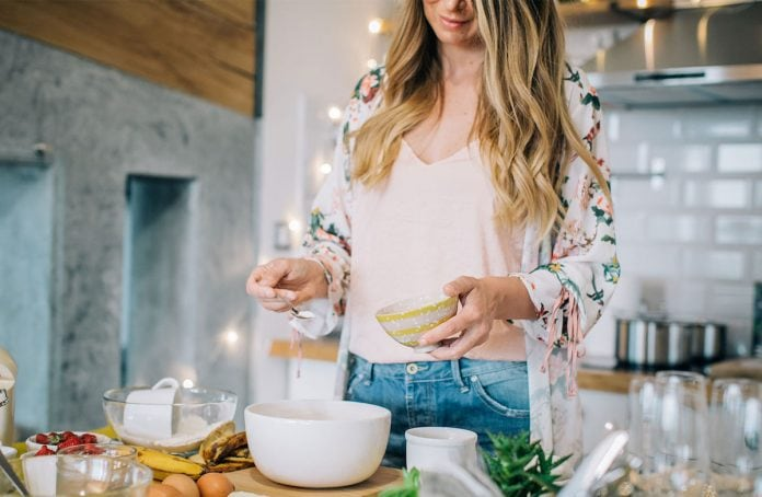 You know those times when you just don't have money for groceries and you need to eat something budget friendly? Here's some ideas of what you can eat when you don't have any money, or when you want to save a ton of money on food.